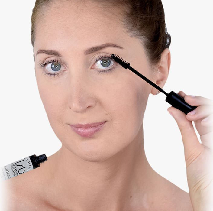 Nutrilash eyelash serum protects and nourishes eyelashes.