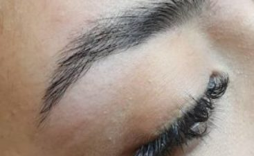 With brow lamination you can shape eyebrows in the right direction, visually lift the eyebrow arch. Hide gaps and create impression of thicker eyebrows.